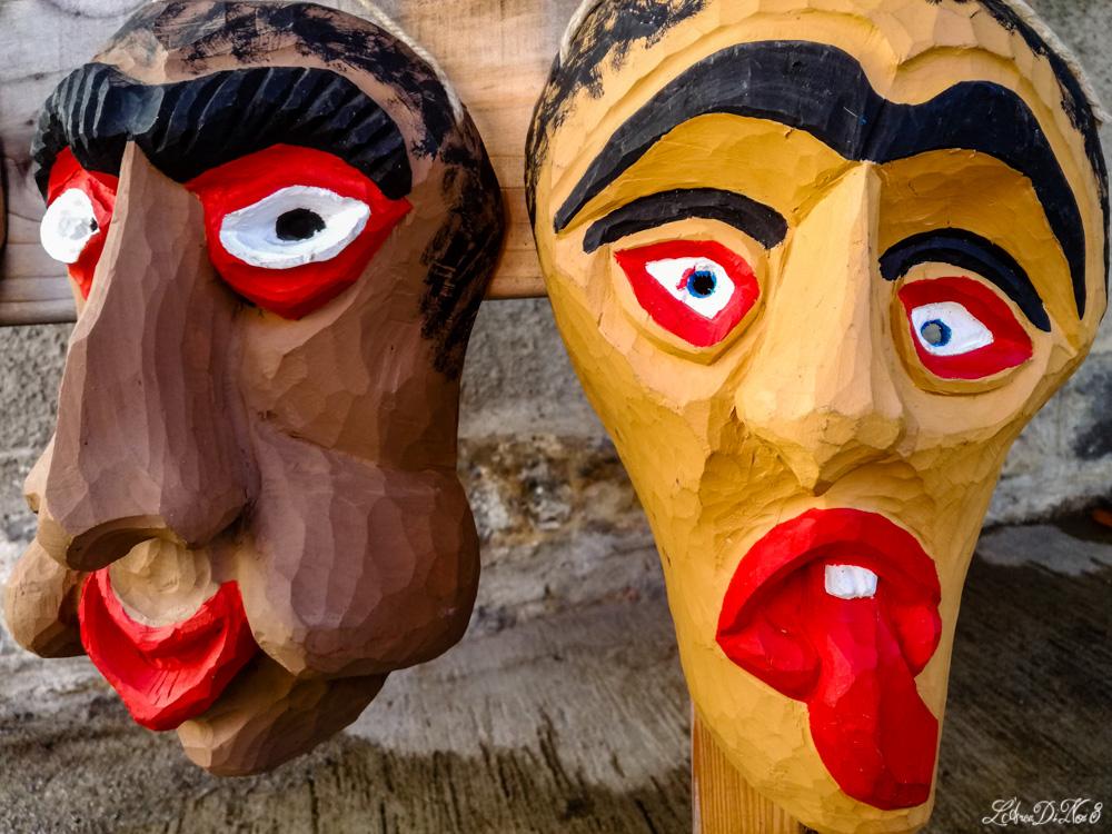 Forni di sopra maschere in legno