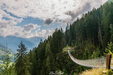 In camper in Val Di Rabbi: un ponte sospeso e mille scoperte