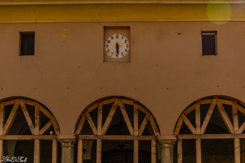 Cento i segni del terremoto e lo scorrere del tempo