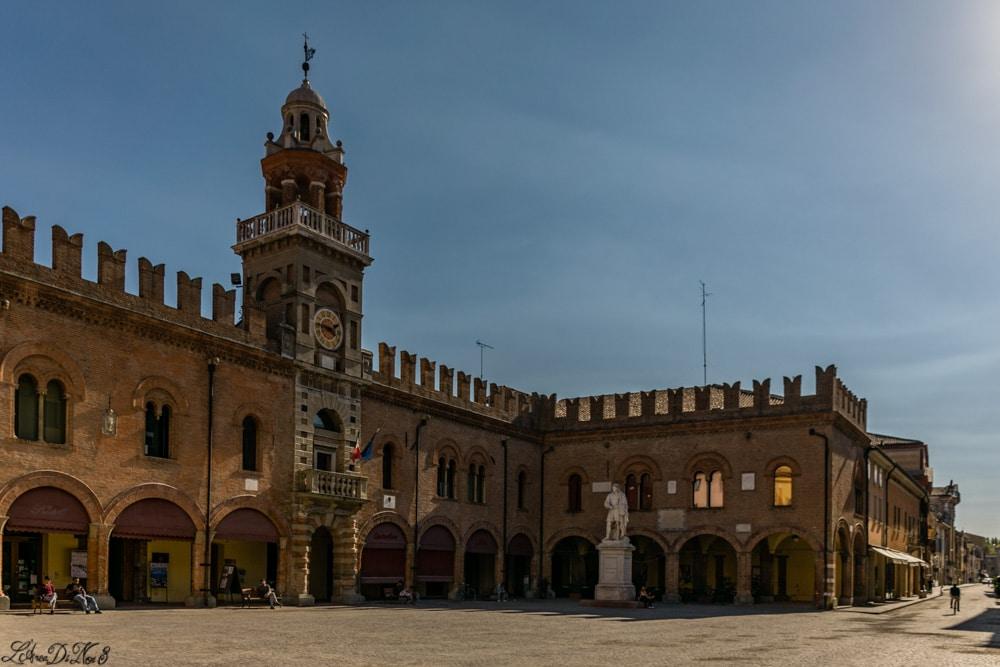 Cento piazza Guercino statua
