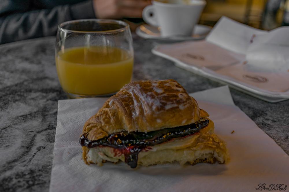 colazione al bar Puff presso l'area sosta camper a Lubriano