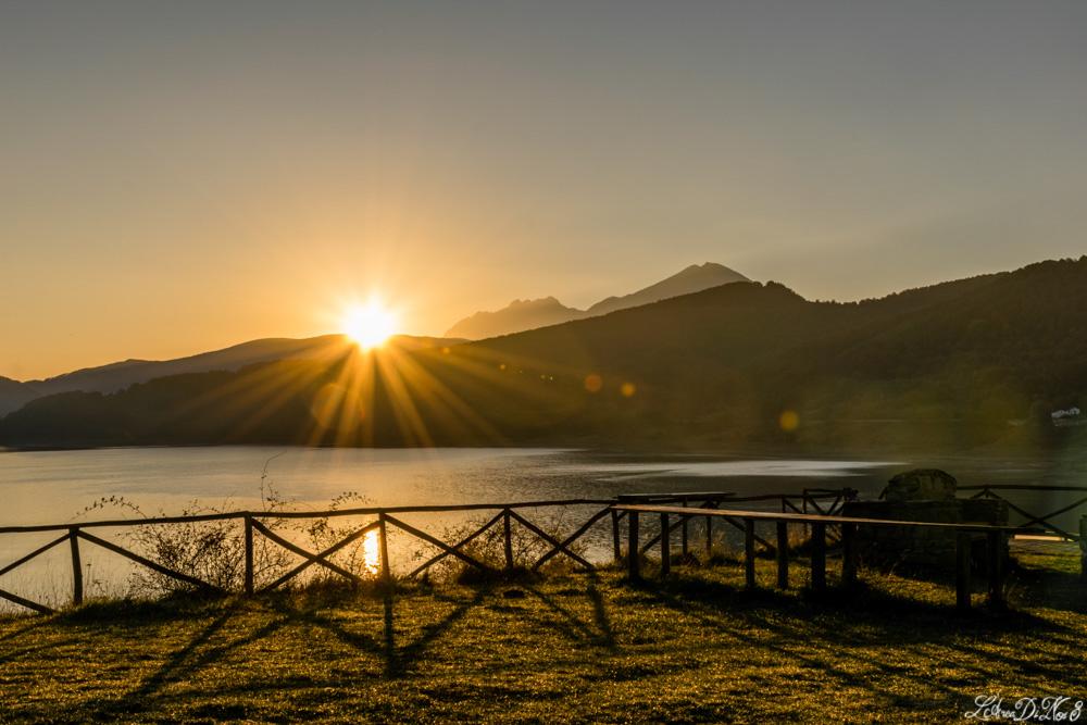 Lago di Campotosto alba