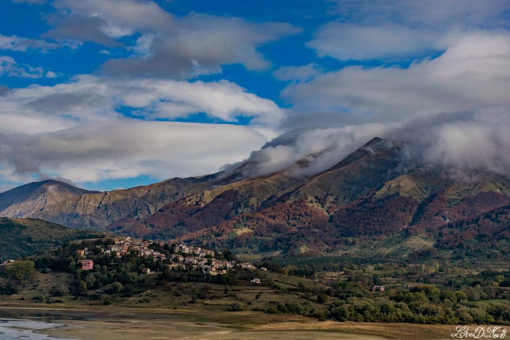 Lago di Campotosto monti della Laga