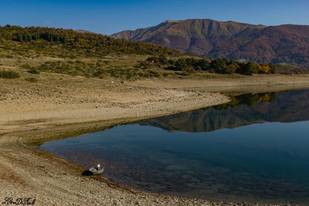 Lago di Campotosto riflessi