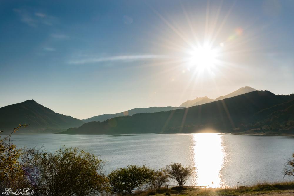 Lago di Campotosto sole