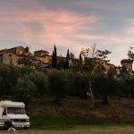 Area sosta camper gratuita con allaccio alla corrente a Lucignano -Toscana