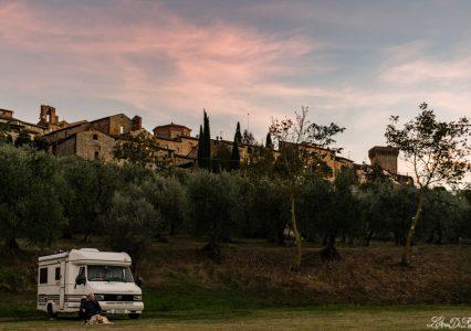 In camper in Toscana a Lucignano, là dove è impossibile perdersi
