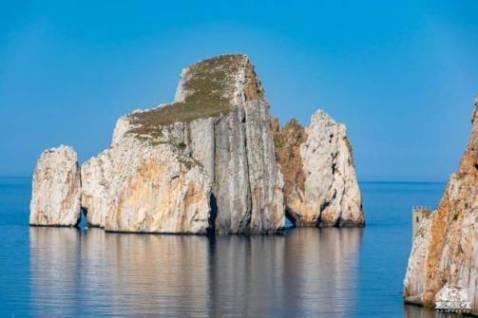 In camper alla scoperta di Masua e di Porto Flavia: tra spiaggia e miniera
